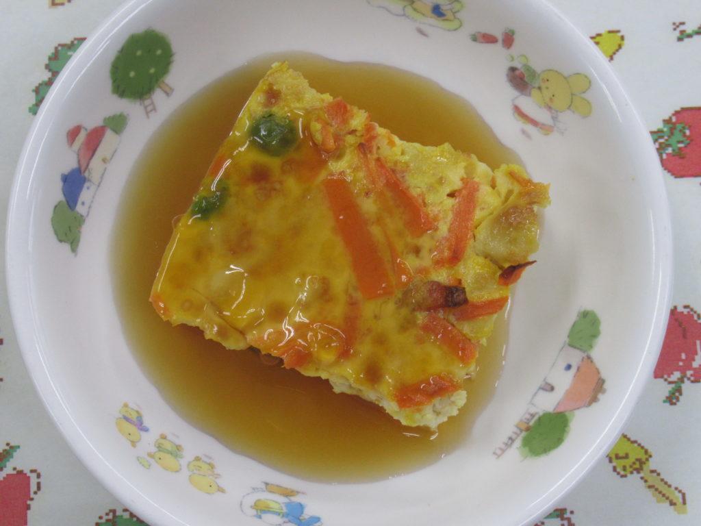 【ぎせい豆腐】細かくした豆腐に野菜や卵を加えて焼き固めた料理です★甘じょっぱいたれをかけました。